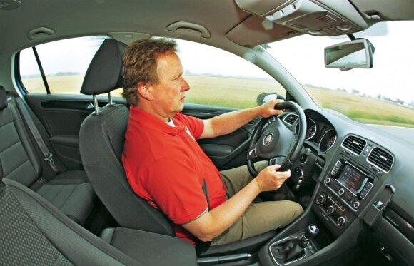 Čia malonu atsisėsti. Sėdynės ir vairas reguliuojami, todėl galima rasti optimalią, vairuotojui tinkamą poziciją