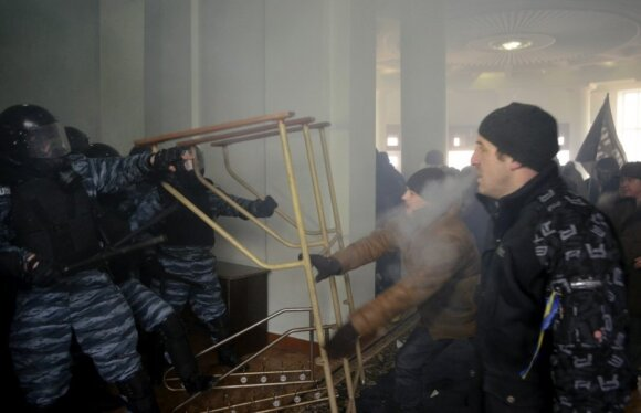 Янукович предложил Яценюку стать премьером