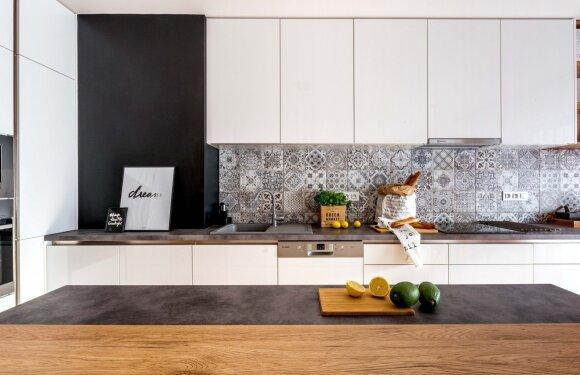 Lietuvės sukurtas buto interjeras Prahoje: čekų namai turi savitų ypatumų