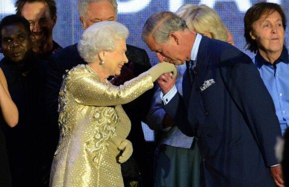 Britanijos karalienė Elžbieta II ir princas Charlesas