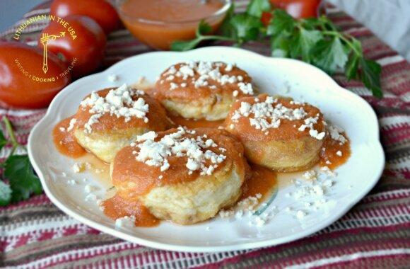 Kalafioro ir varškės sūrio kotletai su naminiu pomidorų padažu