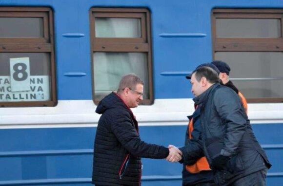 Lepekhin meets the editor of baltnews.ee, Aleksandr Kornilov, in the train station in Estonia. PHOTO kapo.ee annual report