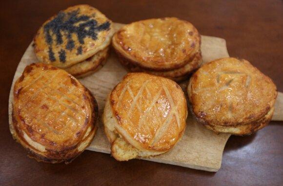 Prancūziškos kepyklėlės šeimininkas pasidalijo laimę nešančiu receptu: tradicinis Trijų karalių pyragas