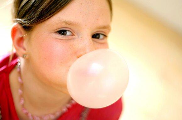 Chemijos mokslų daktaras apie kramtomąją gumą: paaiškino, kiek laiko galima ją kramtyti