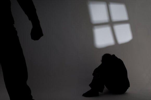 Už liudijimą prekeivių žmonėmis byloje – egzekucija Pravieniškėse: pareigūnai vietoj apsaugos pasiūlė lipti į medį