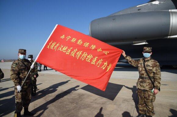 """""""Stebuklas"""" Kinijoje – drąsuoliai kariai niekaip netampa viruso aukomis"""