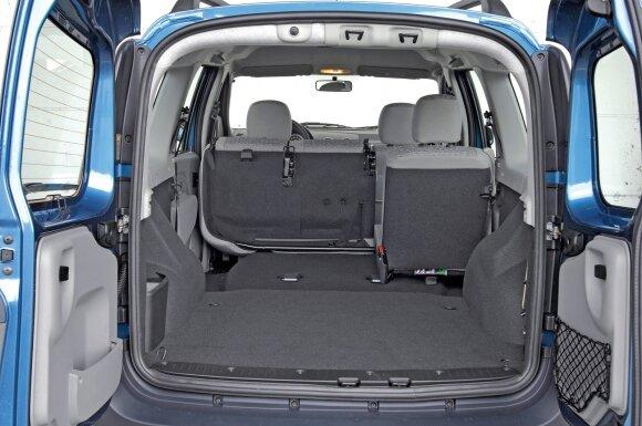 Nulenkus galinės sėdynės atlošus bagažinės talpa padidėja iki nerealaus 2350 l dydžio