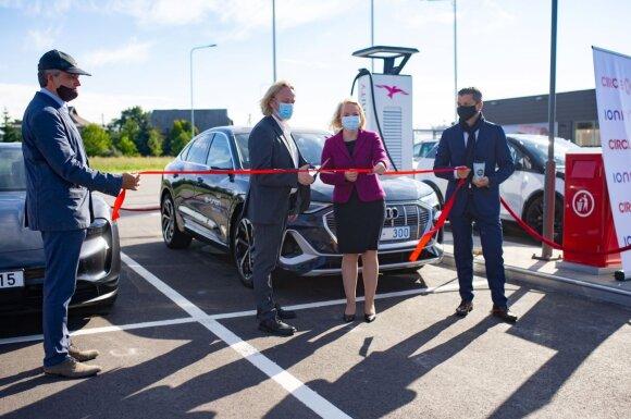 """""""Circle K"""" tinkle – pirmosios galingiausios Lietuvoje elektromobilių įkrovimo stotelės """"Ionity"""""""
