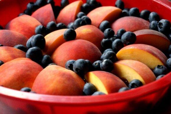 Naminis persikų pyragas