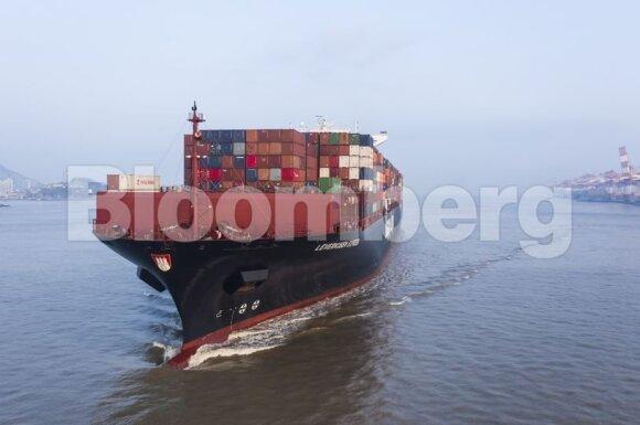 Trumpas raško savo politikos vaisius: krenta Kinijos importas ir eksportas