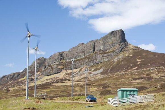 Škotija stengiasi kuo efektyviau išnaudoti atsinaujinančius energijos išteklius, daug energijos gaunama iš vėjo jėgainių