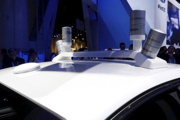 "LiDAR sensoriai ant ""Ford Fusion Hybrid"" stogo"
