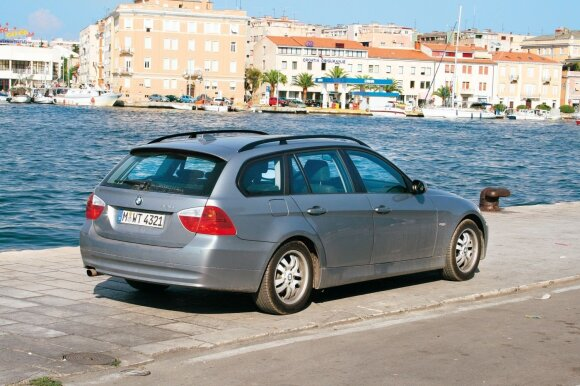 """BMW 320i Touring"""