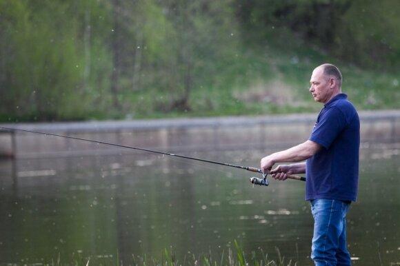 Žvejai į vandnes telkinius primeta nemažai jauko