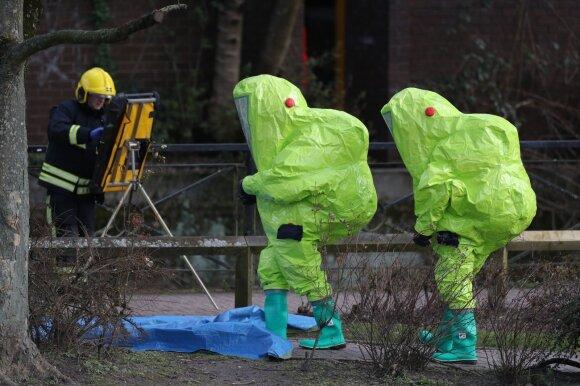 Tyrėjai laukia, kol Novičok apnuodijimo vieta bus išvalyta