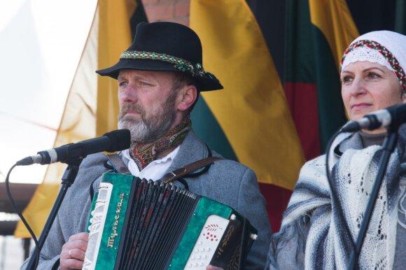 Užsimojo suburti keturis milijonus lietuvių: visus kviečia skleisti žinią