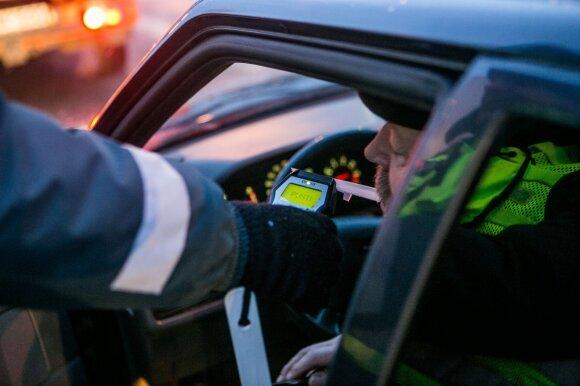 Rėžė į akis: pavojingi ne tik neblaivūs vairuotojai, bet ir bandantys juos pateisinti