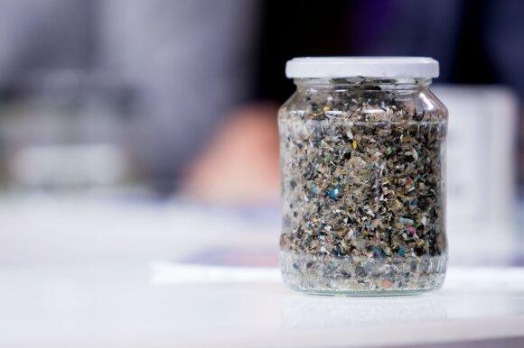"""""""Vilniaus vandenys"""" ir aplinkosaugininkai buvo akli: plastikas į Nerį tekėjo jau nuo praėjusių metų pabaigos"""