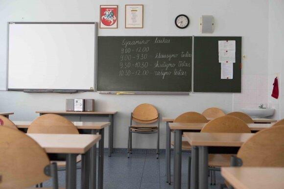 Darbas per karščius pedagogo akimis: ne mokiniai alpsta, o mokytojai