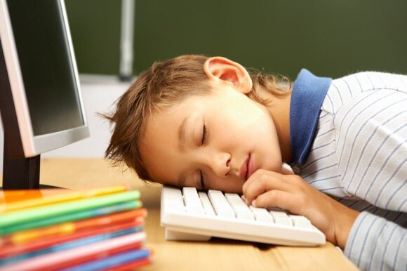 Pietų miegas naudingas ne tik darželinukams: kodėl miegoti turėtų ir mokyklinukai?