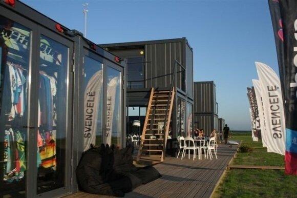 Svencelėje būstai ekstramalaus sporto mėgėjams pastatyti iš jūrinių konteinerių