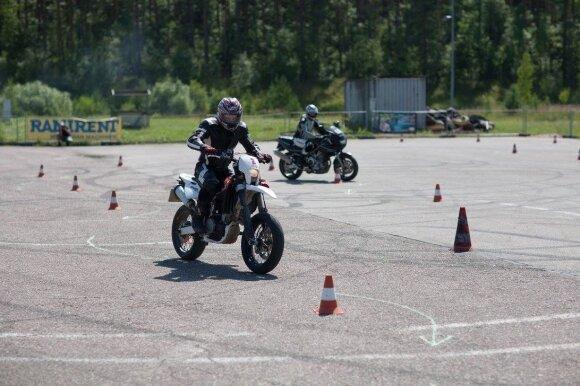Motociklų slalomas