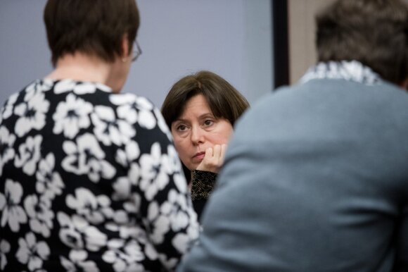 Ministrė dar neįtikino mokytojų: situacija apgailėtina, vėl liksime nakvoti
