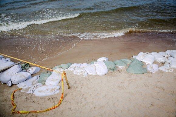 Baltijos jūra grasina pasiglemžti palangiškių pasididžiavimą: ar įmanoma ją sustabdyti?