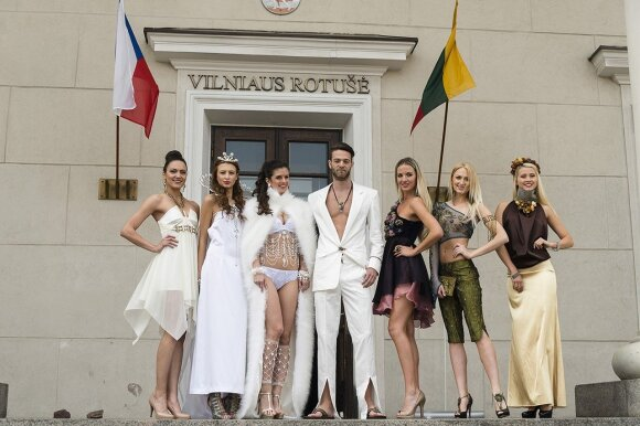 A touch of Czech glamour on the steps of the Vilnius City Hall   Photo © Ludo Segers @ The Lithuania Tribune