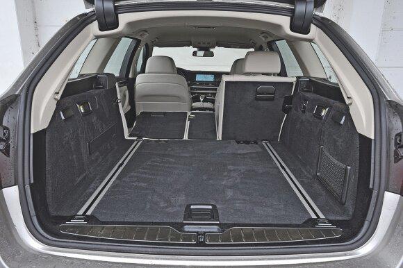 BMW bagažinės talpa 560–1670 l. Ji nėra stulbinamai didelė universalui, kurio ilgis beveik penki metrai.