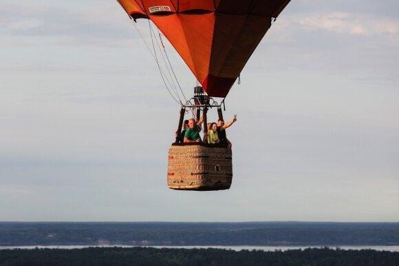 Įdomūs faktai apie skrydį oro balionu: romantiška pramoga, pareikalavusi drąsiausiųjų gyvybių