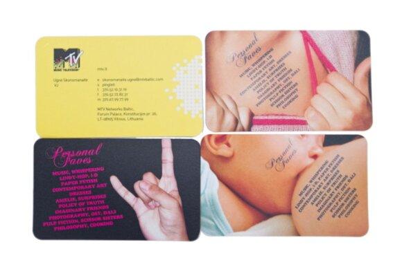 """Tarp 10-ies U.Skonsmanaitės brangiausiųjų – jos punktualumo simbolis, vizitinė kortelė su telefono numeriu ir dovana """"Iš visos širdies"""""""