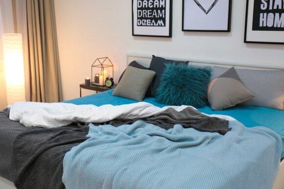Kaip įsirengti mažą miegamąjį: auksiniai patarimai, kuriuos pritaikys kiekvienas
