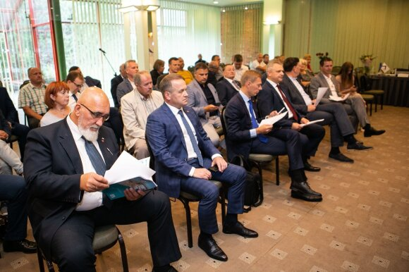 """""""Darbiečiams"""" prieš rinkimus išmokėti 1,8 mln. eurų sukėlė daug klausimų: stebisi tiek valdantieji, tiek opozicija ir VRK"""
