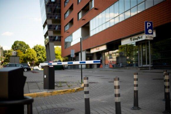Netikėtai apmokestinta automobilių aikštelė supykdė gyventojus: ekspertas perspėja, kad taip nutikti gali daug kam