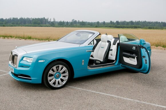 """Rolls-Royce Dawn"" kviečia į vidų"