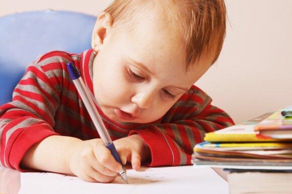 Vaikas rašo