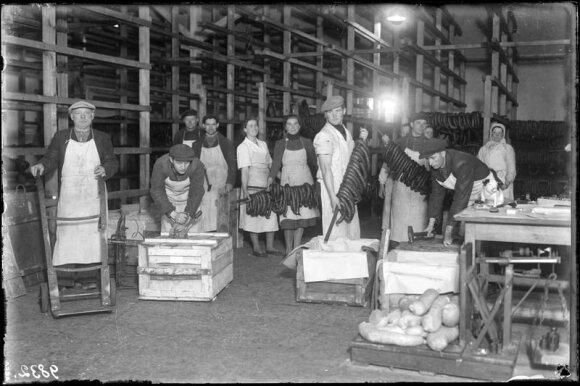 """Šiauliai. Akcinėje bendrovėje """"Maistas"""", 1940 m., Šiaulių """"Aušros"""" muziejus, ŠAM Neg. Nr. 9832"""