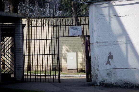 Netikėtas sprendimas atvėrė neužgijusias žaizdas: dėl išžaginimo nuteistas politiko sūnus – jau laisvėje