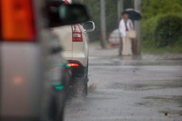 Įspėjimas važinėjantiems vasarinėmis padangomis: tai iš tikrųjų labai pavojinga
