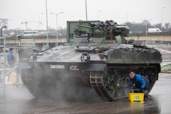 Šimtmečio paradui ruošiama karinė technika