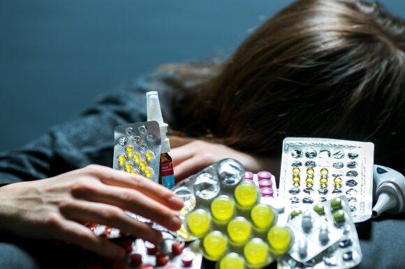 Vienas pavojingiausių derinių prie šventinio stalo: su kuo šiukštu nevartoti alkoholio