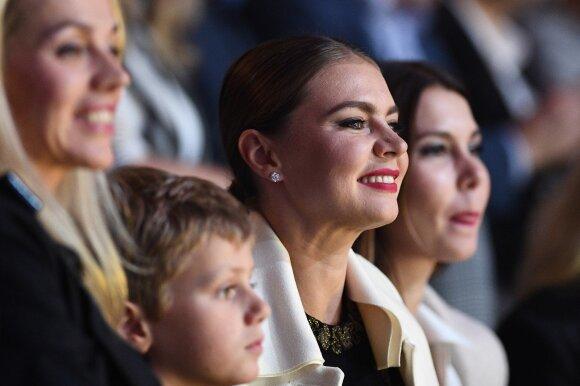 ФОТО: Алина Кабаева появилась на публике с ребенком