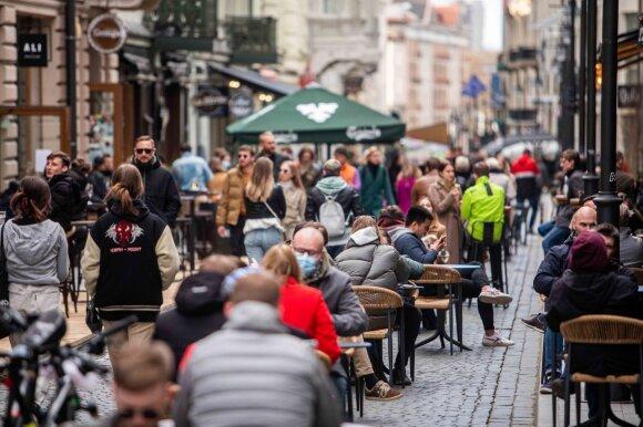 Profesorė Žvirblienė įspėjo, kas grėstų, jeigu į Lietuvą atklystų jau Europoje plintanti COVID-19 atmaina