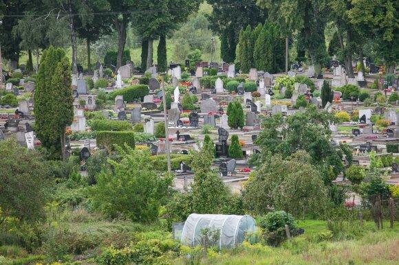 Tradicijos keičiasi: kapus ima tvarkyti nuotoliniu būdu