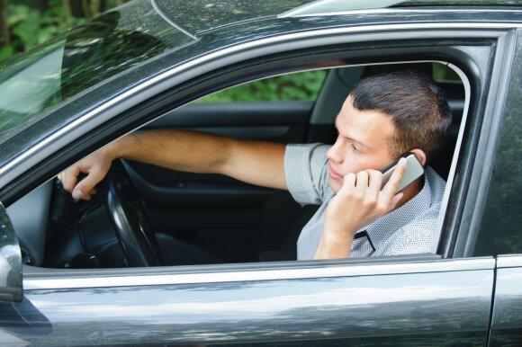 Savo kailiu patyrė, ką reiškia telefonas vairuotojo rankose: linki tai išgyventi visiems