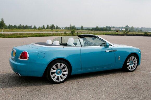 """""""Rolls-Royce Dawn"""" valdymas suteikia atpalaiduojančio lengvumo įspūdį"""