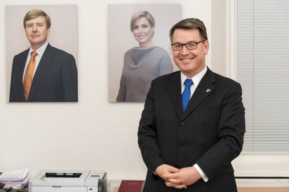 Ambassador Van der Lingen in his Vilnius office with royal portraits by Rineke Dijkstra   Photo Ludo Segers