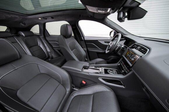 """Jaguar F-Pace"" erdvus interjeras"