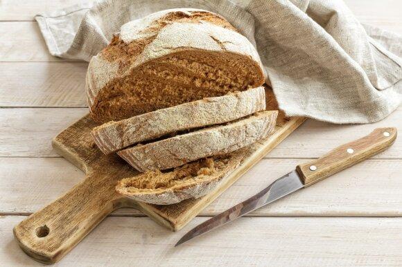 Kodėl verta prisirišti duonos plutą prie kojos ir kiti 9 netikėti duonos panaudojimo būdai
